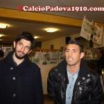 Cuffa e Gallozzi davanti la raccolta di giornali degli Intrepidi